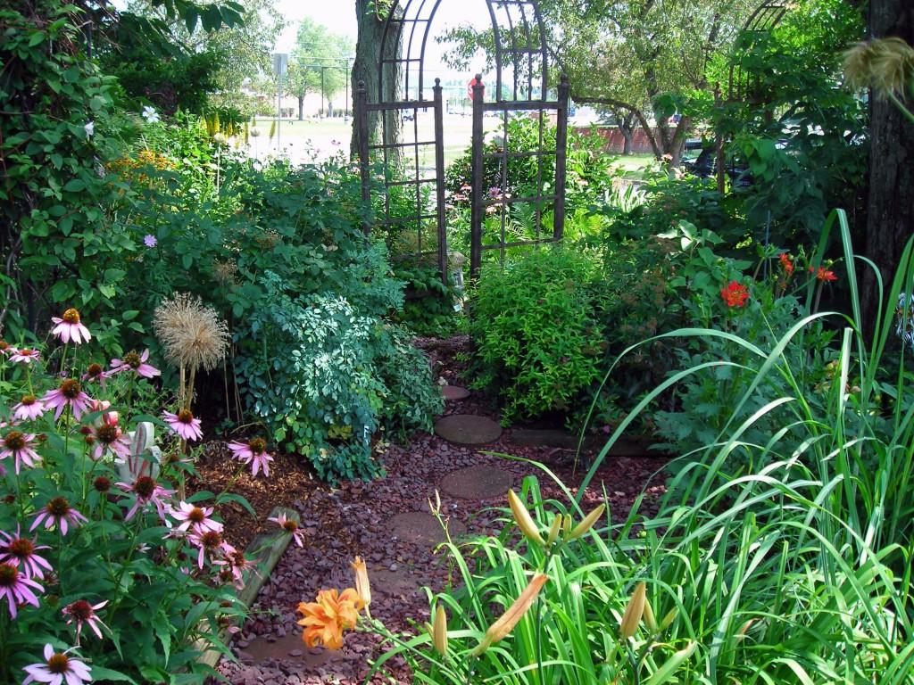 First Garden Walk Held For Town Of Amherst - Buffalo-NiagaraGardening.com