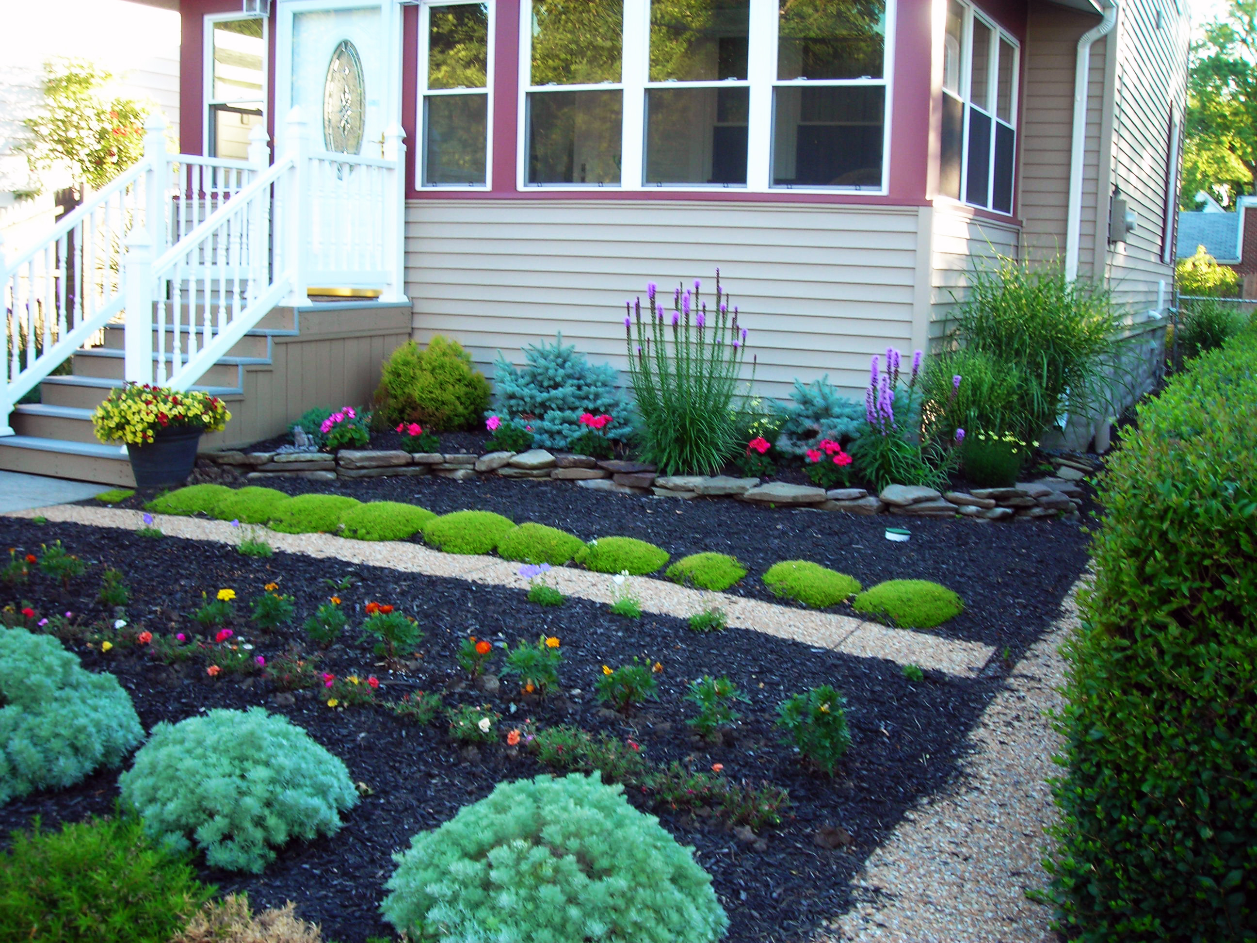 Grassless yards make eggertsville property a mow free zone for Front lawn ideas
