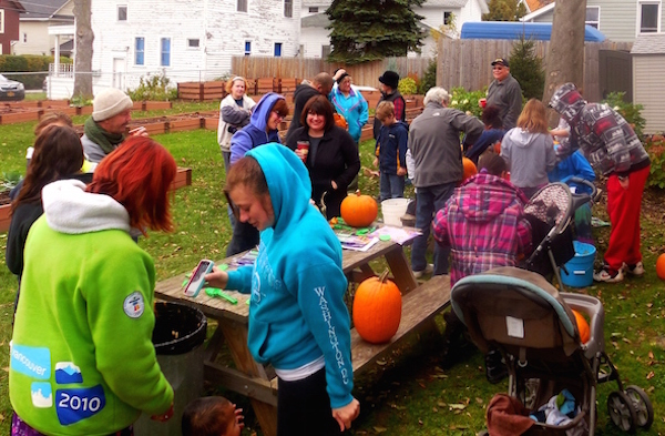Imagine Community Gardens spent a Saturday afternoon this past October hosting Kid's Pumpkin Day. The day was filled with eager volunteers who helped serve apple cider, donuts and apples. Along with helping the children as they carved their hand-selected pumpkins.