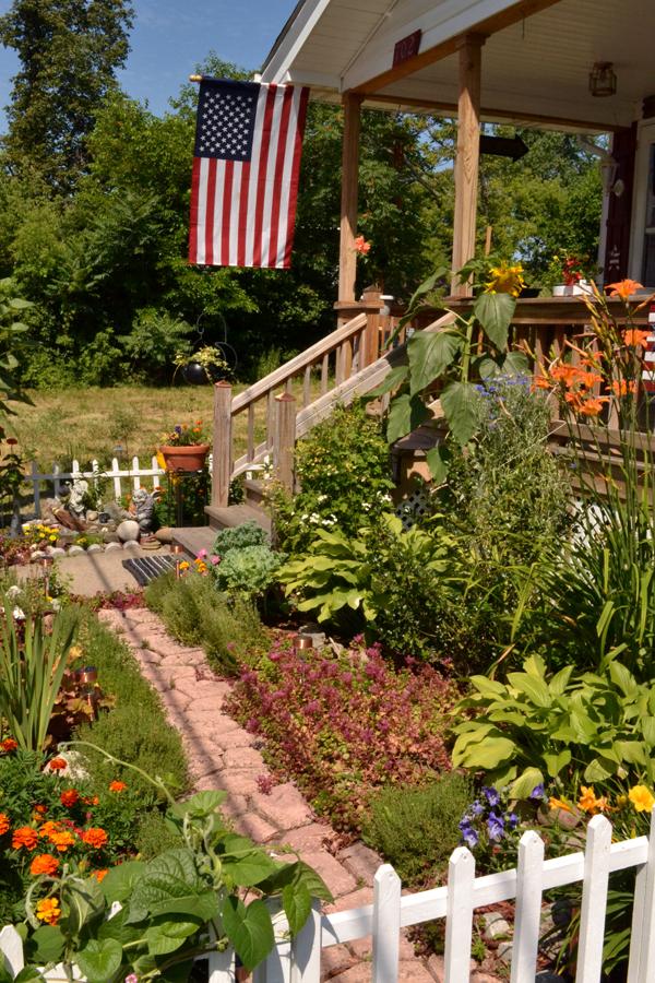 front yard in Niagara Falls NY 2011
