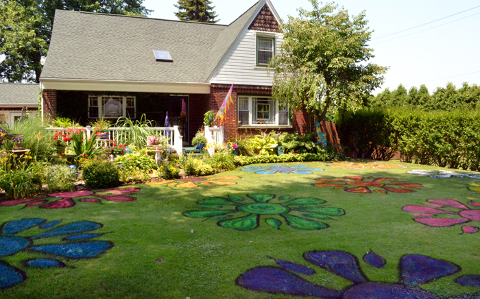 Lancaster Garden Walk: Painted Lawn Is Eye-catching On Lancaster Garden Walk