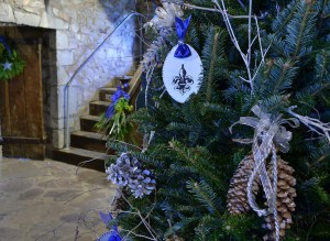 French and shiny ornaments in Fort Niagara NY