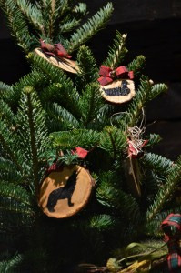 rustic ornaments by garden club for Fort Niagara NY