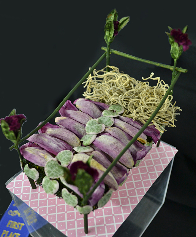 There's more to flower shows than large arrangements; here's a darling 3-D craft