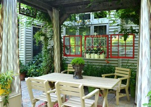 red windows and trellis at DiMino in Lockport