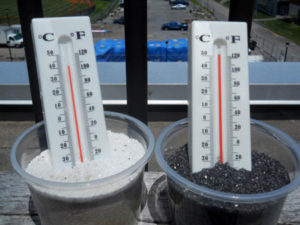 thermometers in white sand and black sand
