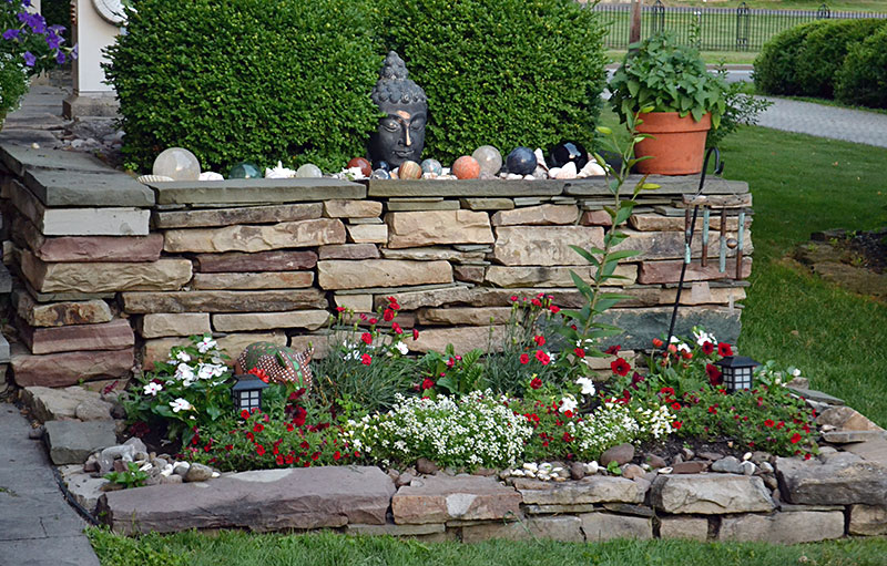 wall with garden and statues in Lockport