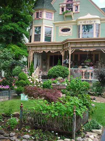 front garden on Parkside Garden Walk