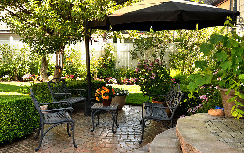seating area in backyard in Snyder NY